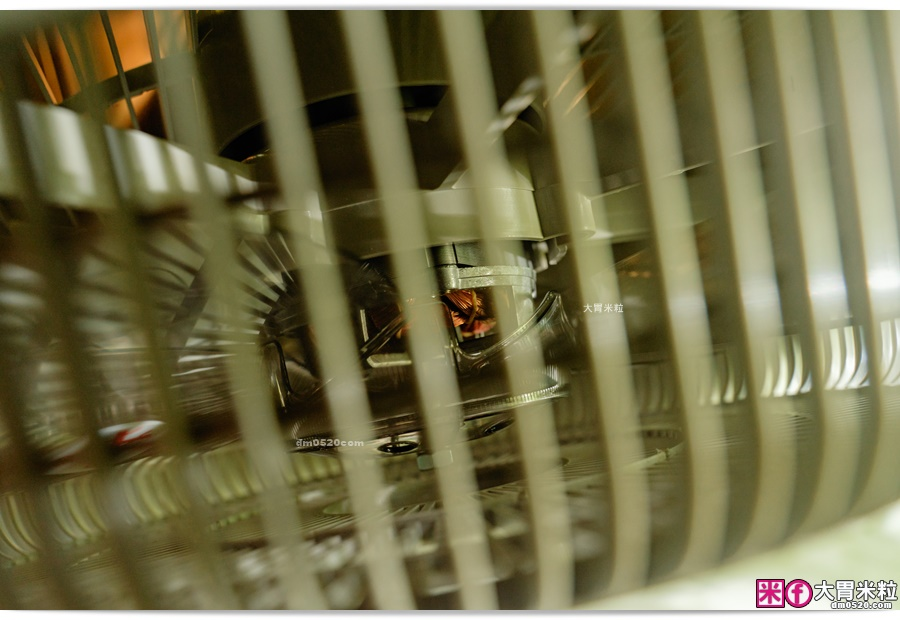 名象14吋機械式流線造型箱扇