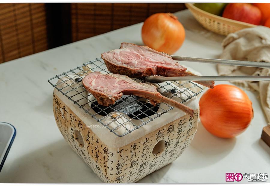 用烤網加熱羊小排-阿根廷式羊小排推薦