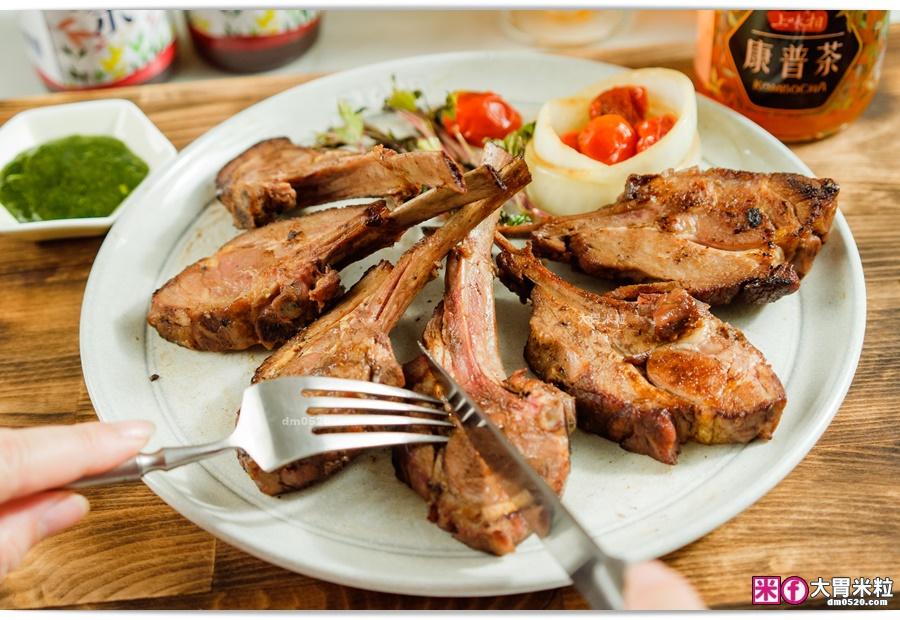 帶骨燻烤的羊小排-阿根廷式烤羊肉推薦