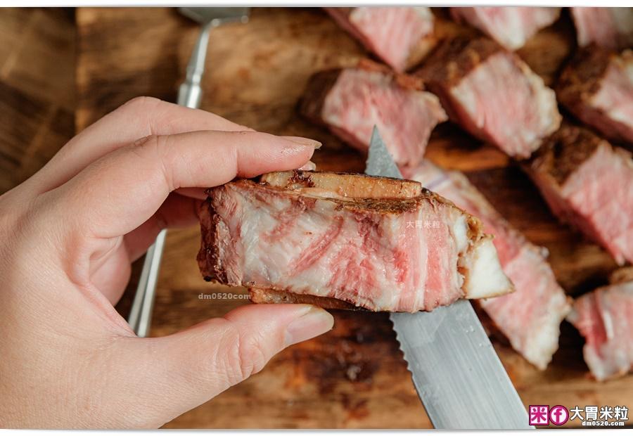 香氣濃郁的帶骨牛小排-阿根廷式烤牛肉推薦