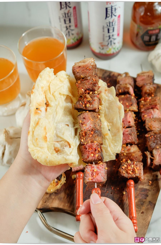 燒餅配烤牛肉串-阿根廷式烤牛肉推薦